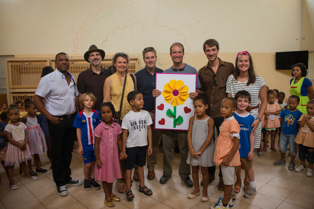 Mornagrass, Zerui Depina, Danny Knicely, Aimee Curl and Jared Pool, along with Jim Hagengruber, Jon Lohman, Grayson Lohman Nicole Steele and Oscar Knicely receive a gift from children at Associação Comunitaria Novos Amigos on Sao Vicente on 11/27/17.