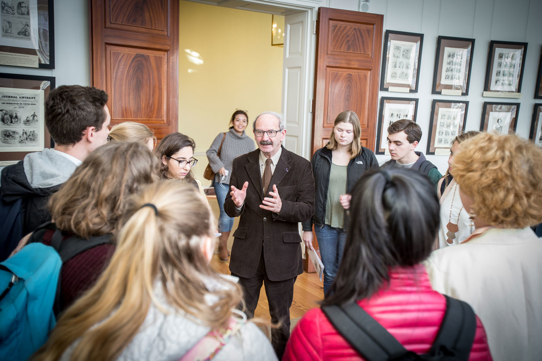 Gérard Prochain lecturing to a group of UVA students on the caricature exhibition in the Rotunda