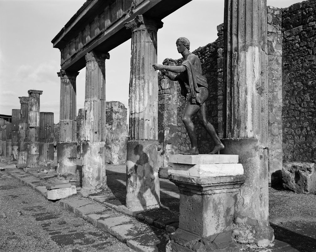 ruins of pillars in pompeii