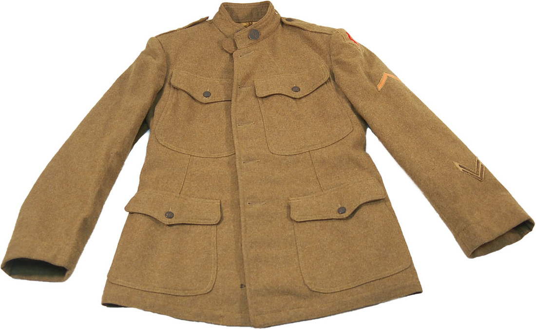 VRAYMONDEDMAN-WWIARMYUNIFORM-WHEATONCOLLEGE-SPECIALCOLLECTIONS-BUSWELLLIBRARY-WHEATONMAGAZINE.jpg